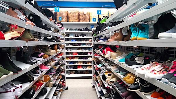 ロスドレスフォーレス(グアムプレミアアウトレット(GPO)内)靴がたくさん!