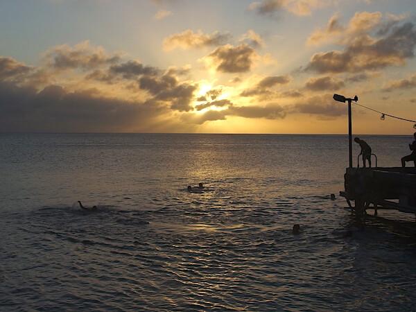 グアム南部 ココス島が見えるメリッソ・ピア・パークのサンセット