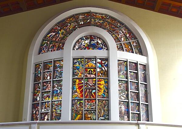 聖母マリア大聖堂(ハガニア大聖堂バシリカ)とスペイン広場でグアムの歴史を知る
