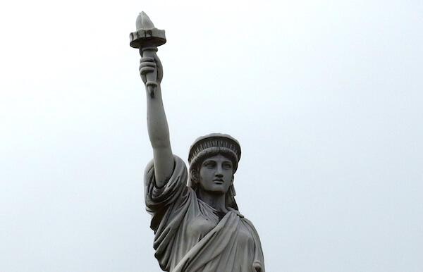 グアム パセオ公園に佇む自由の女神