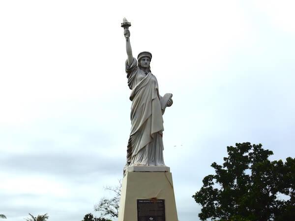 グアム パセオ公園の自由の女神