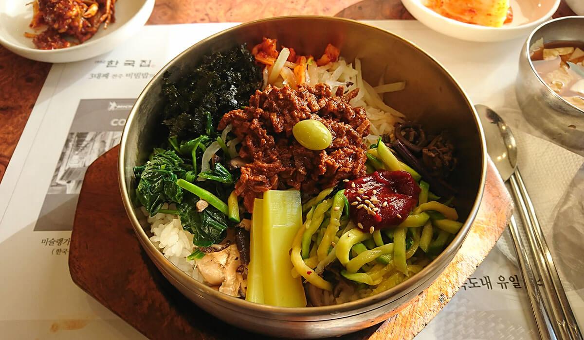 ハングッジプ(韓国の家)のビビンバ