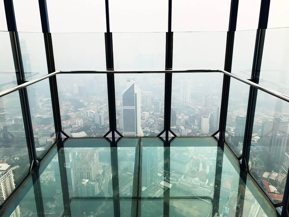 KLタワーの「スカイボックス」で恐怖体験