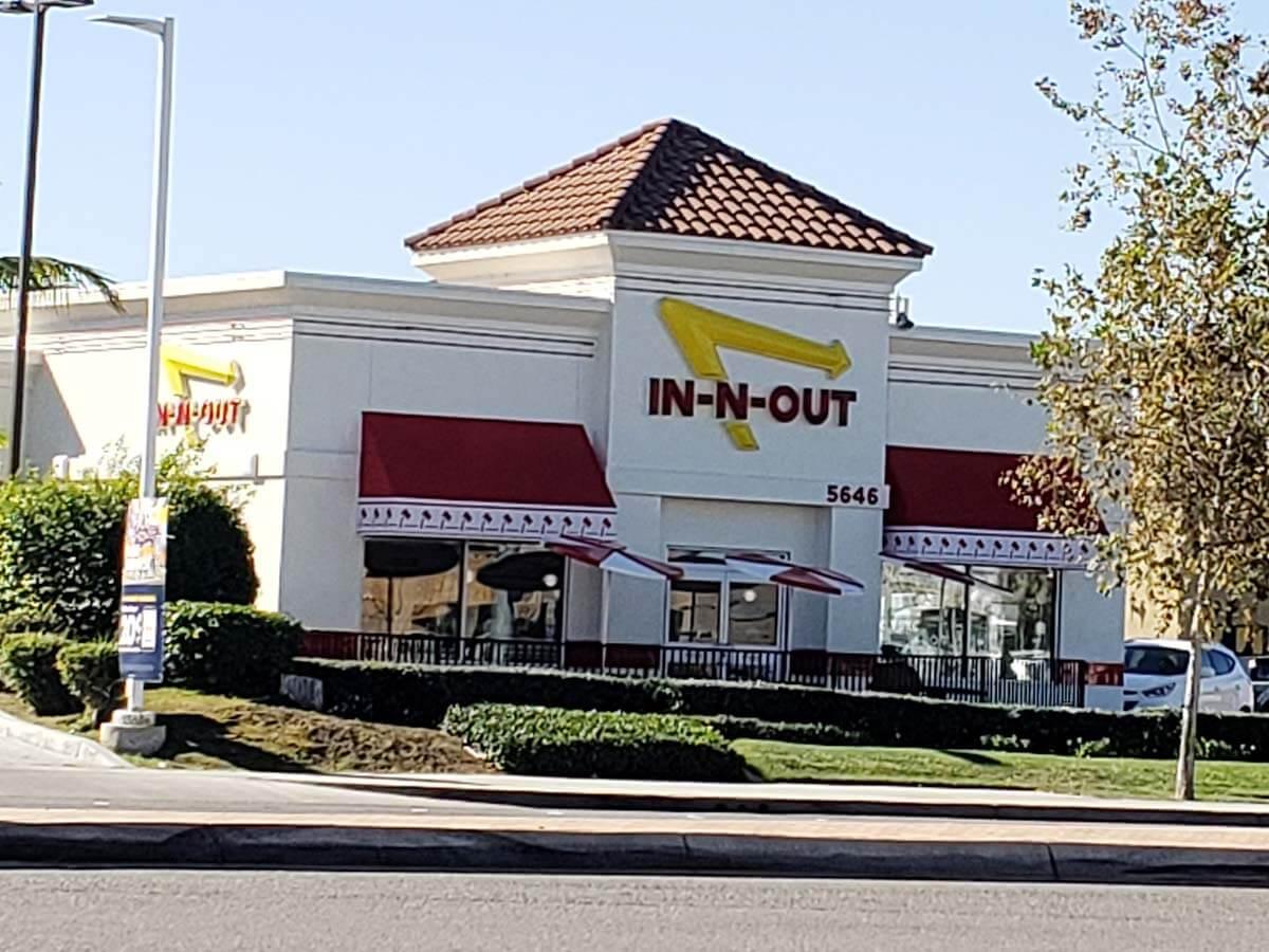 イン・アンド・アウト バーガー(IN-N-OUT Burger)南カリフォルニアで大人気のハンバーガファーストフード