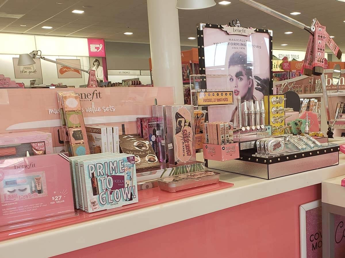 Ulta Beauty(アルタ・ビューティ)で販売されているベネフィット・コスメティック Benefit Cosmetics
