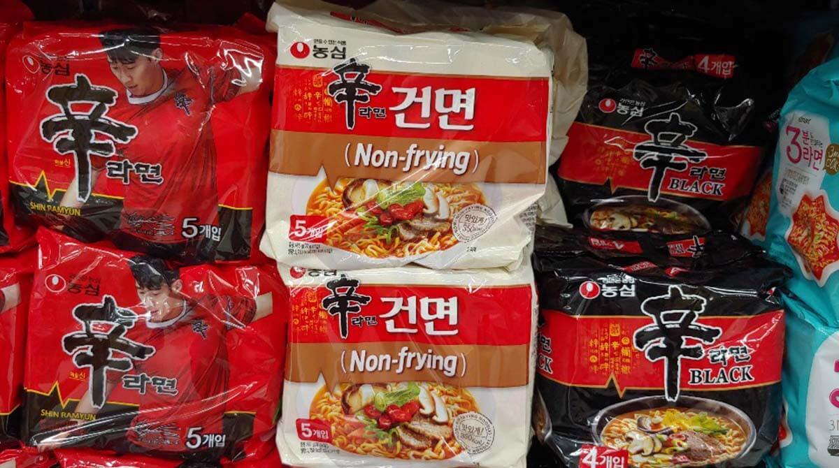韓国インスタントラーメンの定番「辛ラーメン」の白はノンフライ