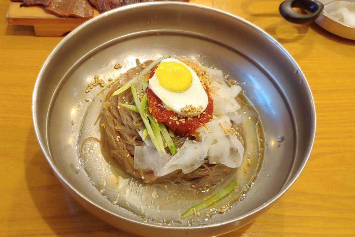 韓国の冷麺といえばココ!誰もが認める「ユクサムネンミョン」