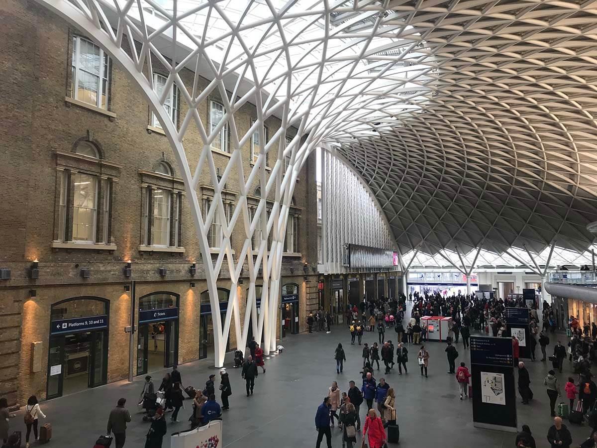 ロンドン・ハリーポッターで有名な「キングスクロス駅」散歩のおすすめ